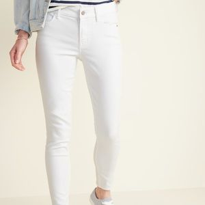 Old Navy NWT | White Mid Rise Curvy Skinny Jeans